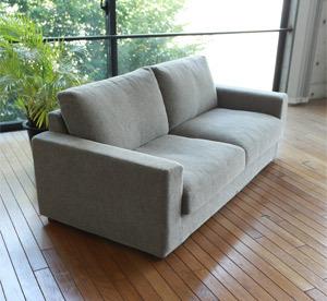 スタンダードな置きクッションタイプのソファー
